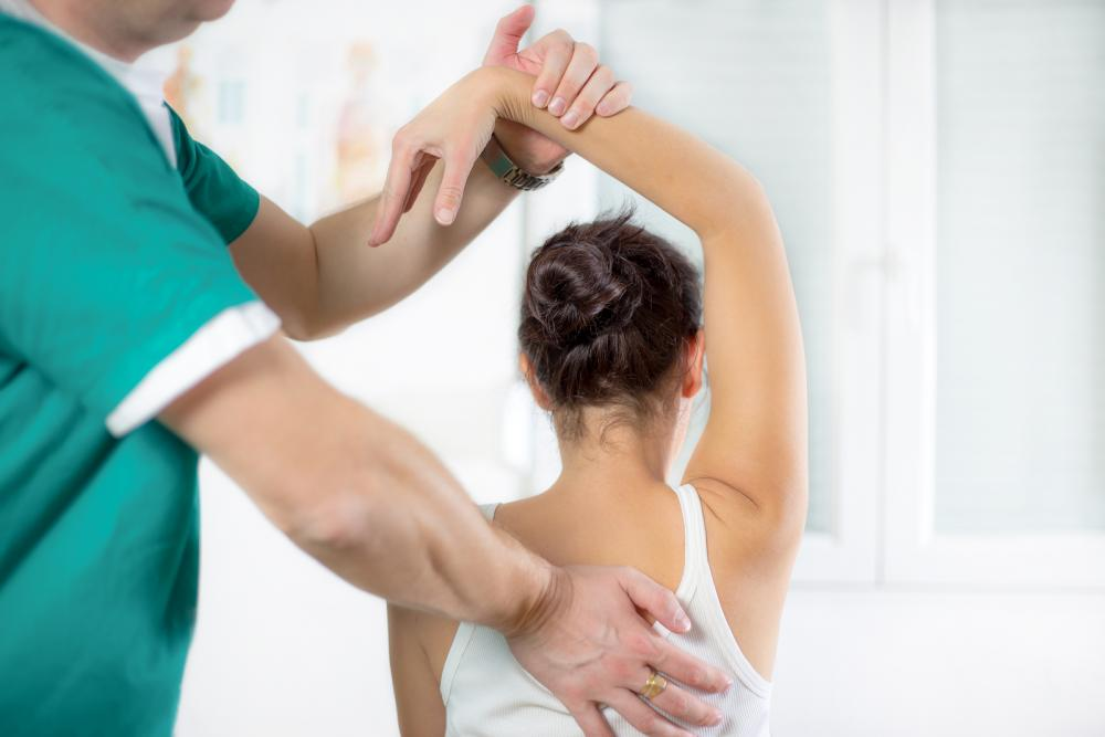 chiropractor in long beach performing physiotherapy on patient in long beach